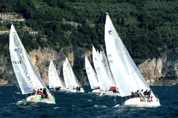Centro Velico Torre Guaceto - Regate sui Dolphin 81 - Desenzano del Garda